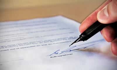 Maklervertrag darf sich auch ohne Kündigung automatisch verlängern